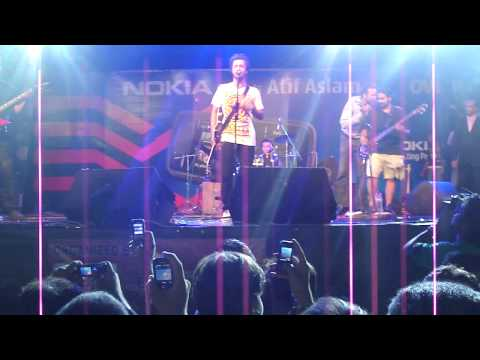 Sajna Tere Bina-kinara Atif Aslam Live At Carlton Hotel (18 April 2010) video