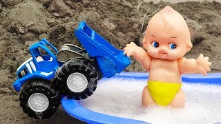 Ô tô tải, xe ủi cùng em bé đi tắm xà phòng - đồ chơi trẻ em H897A Car Toys Kid