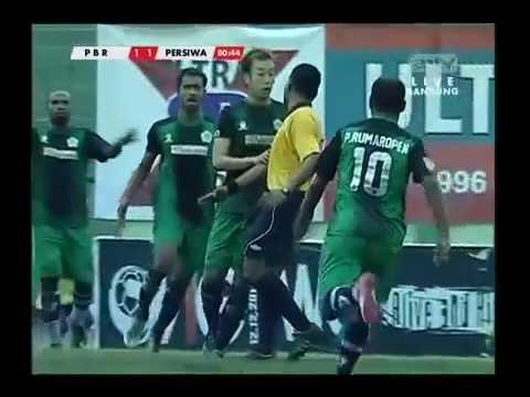 image vidéo Indonésie: Un arbitre se mit en  KO par un joueur