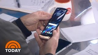 Is The Flip Phone Back? Check Out Motorola's New Smart Razr | TODAY