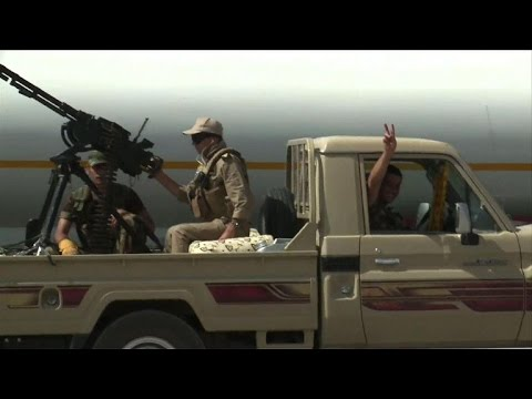 US airstrikes support Kurdish fighters retaking Mosul dam