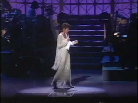 Whitney Houston - live Medley '97(Walk On By, I House is not a Home, I Say A Little Prayer, Alfie)