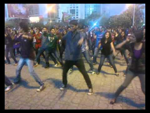Flash Mob  Outside Vashi Railway Station.avi video