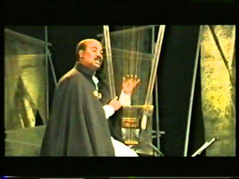 "Alemu Aga ""Keto Aykerim Motu"", playing the Begenna, the Harp of David from Ethiopia"