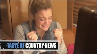 Download Lagu Lauren Alaina Loses It When Reba Tells Her She's an ACM Winner Gratis STAFABAND