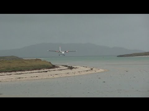 Landing in Barra on the beach - two missed approaches - FlyBe de Havilland Canada DHC-6 Twin Otter