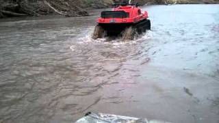 RED MUDD-OX 8X8 WITH ADAIR ARGO TRACKS RIVER BANK.mp4