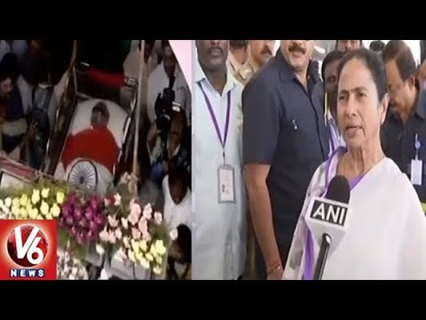 West Bengal CM Mamata Banerjee Pay Last Respects To DMK Chief Karunanidhi | V6 News