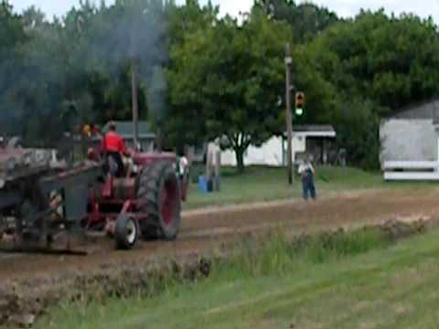 farmall tractor pull Video