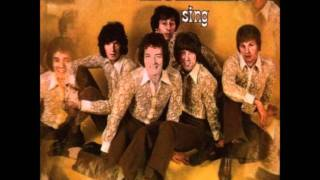 Watch Hollies Here I Go Again video