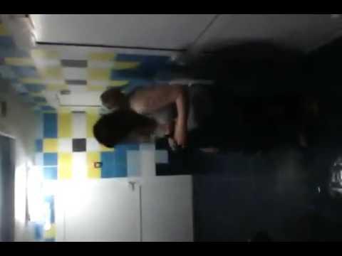 v-razdevalke-golie-smotret-video