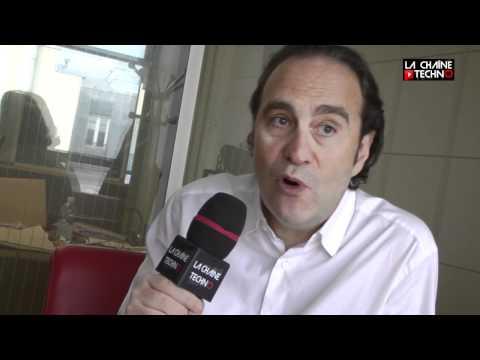 """A l'occasion de la présentation de la nouvelle Freebox """"Révolution"""", nous avons rencontré le PDG de Illiad / Free. Xavier Niel présente son nouveau boîtier d..."""
