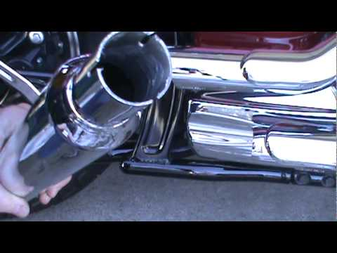 Installing Jardine Rumblers Drag Slip-On Pipes on a 2008 Yamaha VStar 1100.mpg