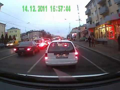 Выхватила ребенка из под колес авто