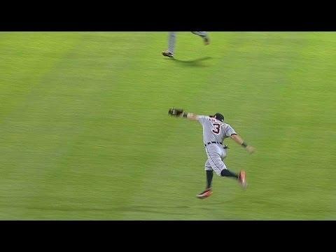 Kinsler makes impressive running catch