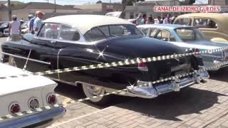 Exposição de carros e caminhões antigos