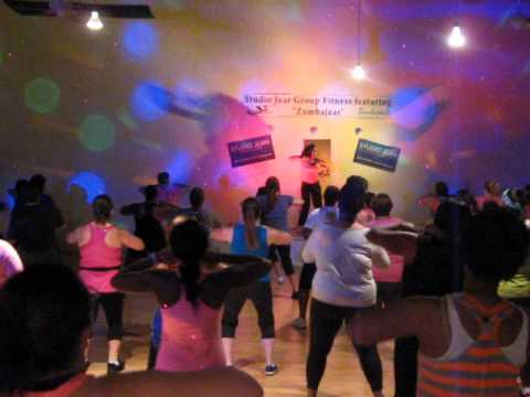 Mueve La Cadera!  Zumba Fitness Instructor arlene Kicks Off The 2 Hour Zumba Fitness Jam 6 15 13! video