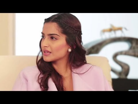Sonam Kapoor SUPPORTS Hrithik Roshan over Kangana Ranaut   Bollywood Gossip