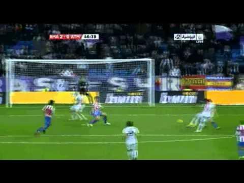 هيغواين يكسر العارضة في مبارة ريال مدريد 2 0 اتليتكو مدريد