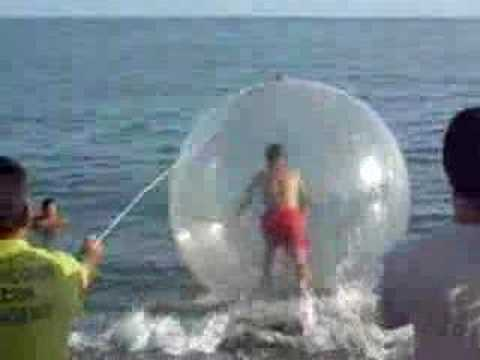CARLOS VS Water Ball-LA BOLA MALDITA