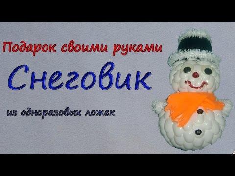 Снеговик из пластиковых ложек своими руками пошагово