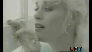 Watch Lorrie Morgan Dear Me video