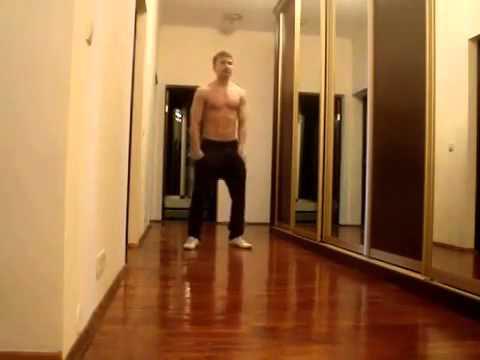 парень отлично танцует - the guy is dancing