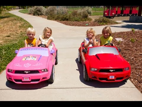 Power Wheels Sidewalk Race - Ford Mustang vs Disney Mustang