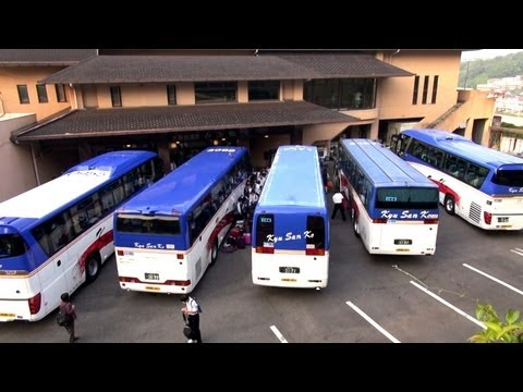 この状態からどうやって転回すんのよ?? How to maneuver tourist bus in tight situation. 九州産交 観光バス動画 Tourist Bus movie.