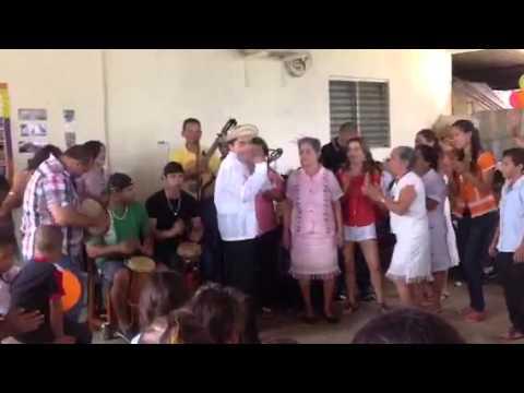 Oliver Perez le canta a Mama Juana