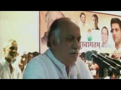 Congress' Gurudas Kamat slammed for offensive comments about Smriti Irani
