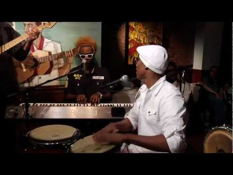 Pedrito Martinez Group - La Luna (Live) New York.mp4