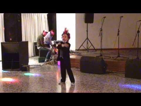 Nico bailando El man es German