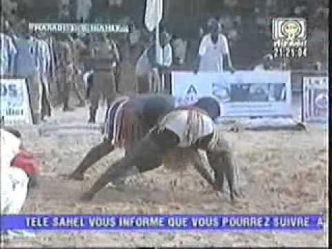 lutte nigerienne sabre fevrier 2013 thumbnail