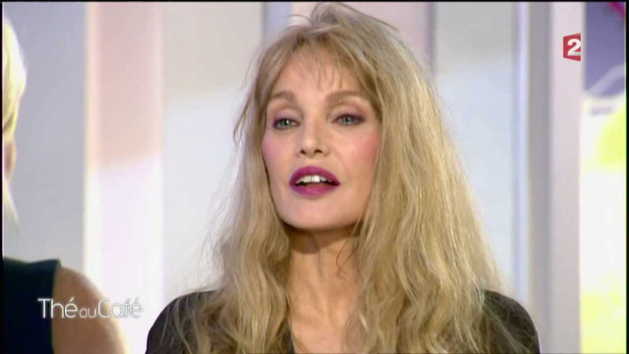 arielle dombasle th ou caf interview partie 1 14. Black Bedroom Furniture Sets. Home Design Ideas