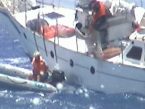 Dangerous  attempt  to board Yacht off Pitcairn Island during storm