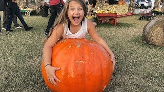 HALLOWEEN PUMPKIN PATCH Family Fun Trip with Giant Slides, Animals and CORN MAZE!