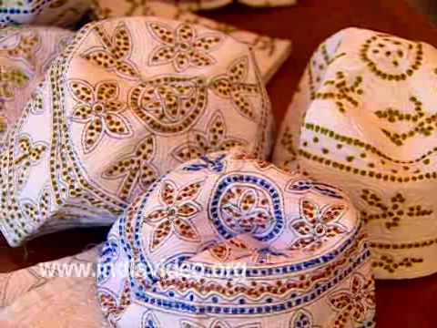 Thalankara thoppy - weaving the traditional Muslim caps