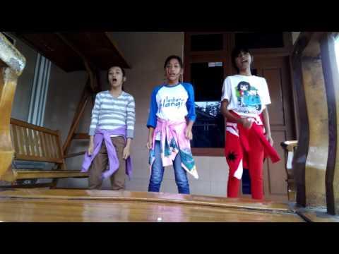 Dance move it by Fatimah,Nada,Delvira