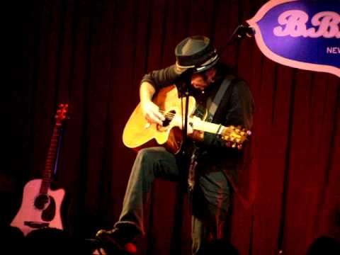 Nils Lofgren - Girl in Motion - BB Kings NY - 9/9/10.mov