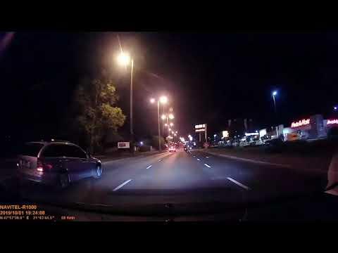 Mindeközben Nyíregyházán-Ha pont akkor pislogsz, talán észre sem veszed a motorost