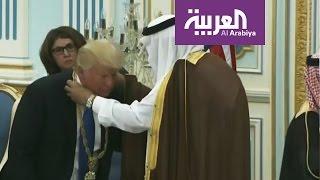 الملك سلمان يقلد ترمب وسام الملك عبدالعزيز آل سعود
