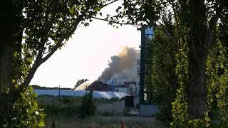 Incendio alla Ex Falco, le immagini del rogo