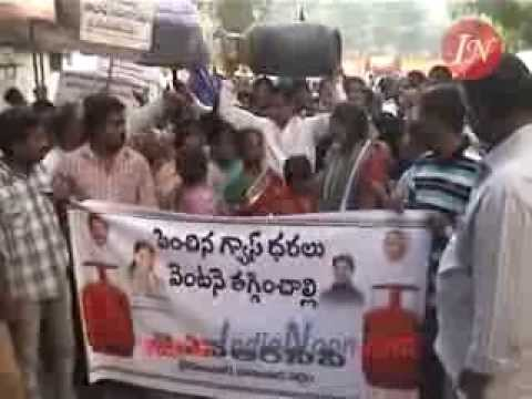 Ysrcp Leaders Take Out Rally In Protest Of Lpg Non Subsidized Cylinder Price Hike video
