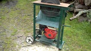 "Circular saw bench with 15"" blade and Honda type petrol engine"