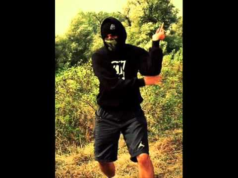 Music video Mikri maus-New mack village  Vers - Music Video Muzikoo