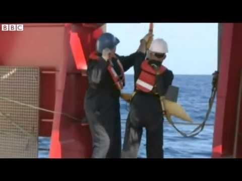 Malaysia plane Vessels search for black box pulse signals