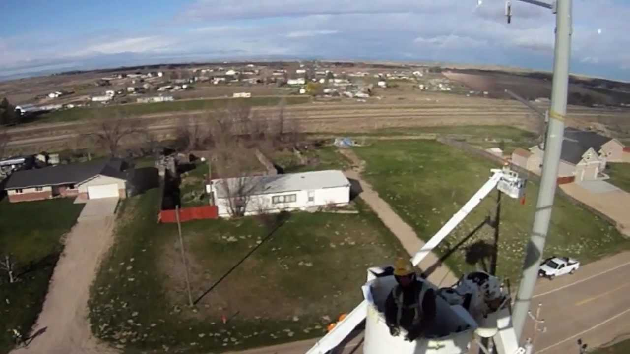 Helicopter Makes Quick Work Of Line Construction Youtube