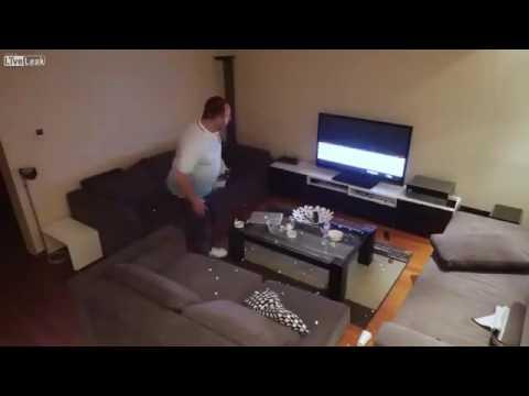 Жена скрыто отключает болельщику  ТВ  во время матча