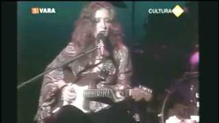 Watch Bonnie Raitt Give It Up Or Let Me Go video